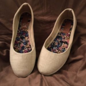 Rouge Helium Linen Flats Brand New size 5.5